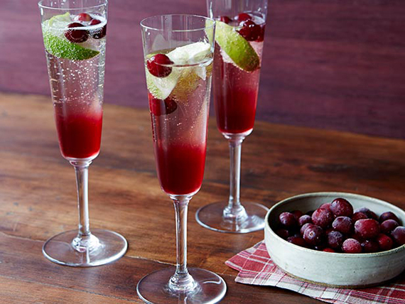 Thanksgiving cocktails to go with every course drinking for Thanksgiving drink recipes with alcoholic